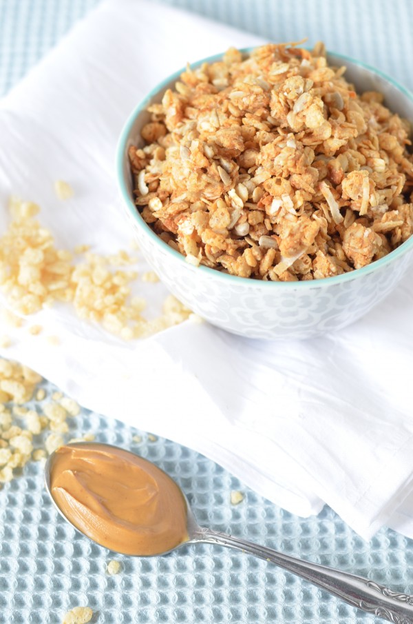 Crispy Peanut Butter and Honey Granola // Coffee & Quinoa