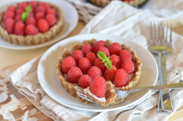 No-Bake Coconut Raspberry Tarts (Can Be Vegan & Raw) // Coffee & Quinoa