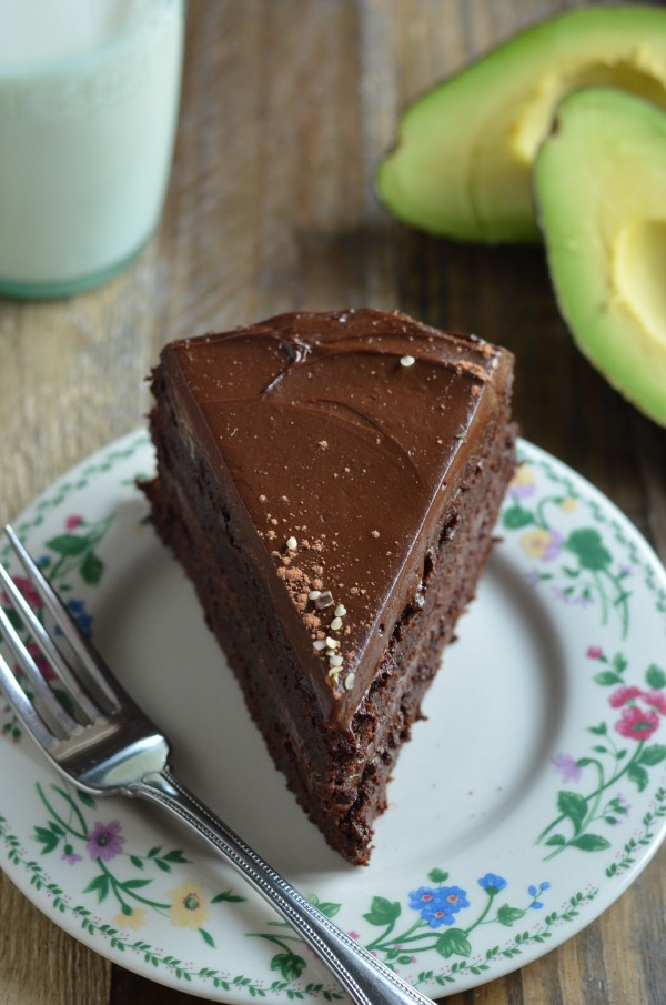Fudgy Chocolate Beet Cake with Chocolate Avocado Frosting (Vegan and ...